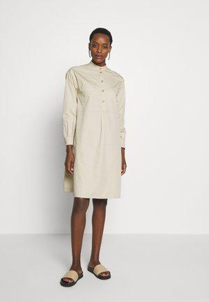 ULTRA - Sukienka koszulowa - beige