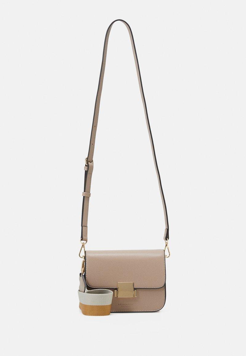 Seidenfelt - TROSA - Across body bag - light taupe