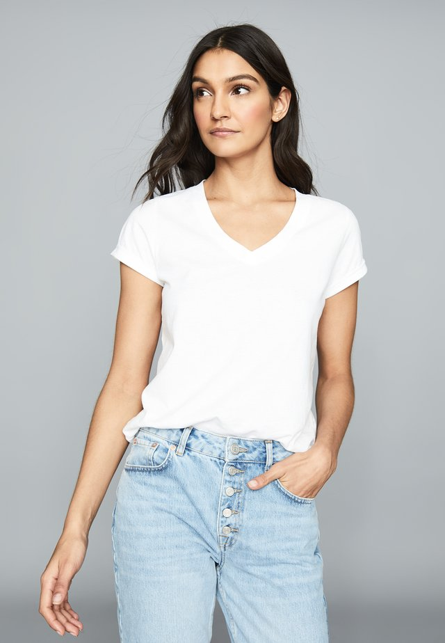 LUANA - Basic T-shirt - white