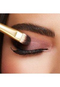 KIKO Milano - SMART SHADING BRUSH 202 - Eyeshadow brush - - - 1