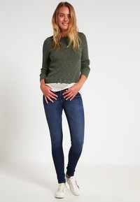 Hollister Co. - LOW RISE MEDIUM SUPER SKINNY - Skinny džíny - blue denim - 1