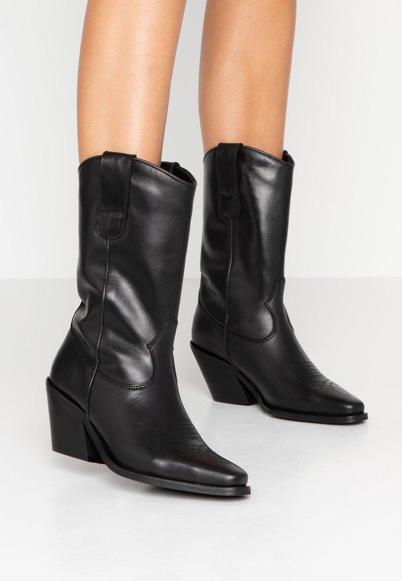 Vero Moda - VMASA BOOT - Cowboy/Biker boots - black
