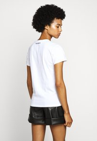 KARL LAGERFELD - PROFILE RHINESTONE TEE - Print T-shirt - white - 2