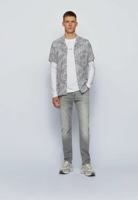 BOSS - Jeans Tapered Fit - light grey - 1