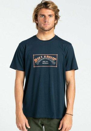 ARCH  - Print T-shirt - navy