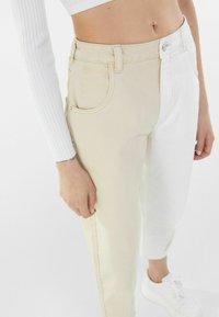 Bershka - IM MOM  - Relaxed fit jeans - beige - 3
