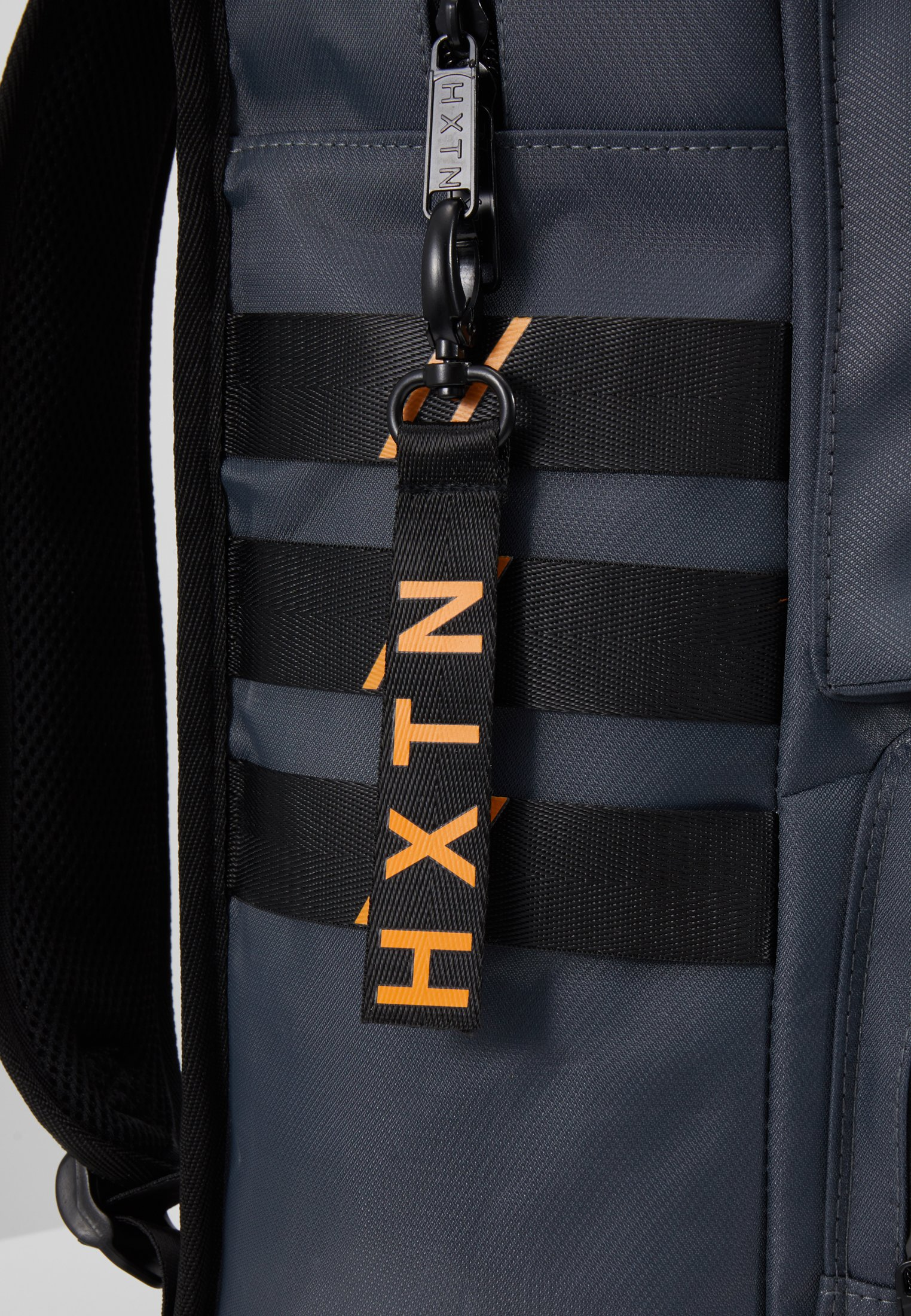 HXTN Supply UTILITY TRAVELLER - Ryggsekk - charcoal/grå t1Pv9JFRx4tmILi