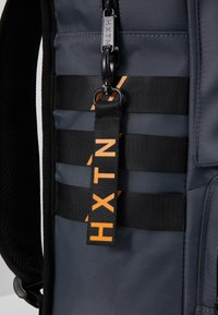HXTN Supply - UTILITY TRAVELLER - Rucksack - charcoal - 5
