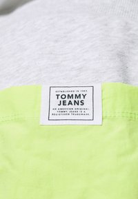 Tommy Jeans Plus - COLORBLOCK  - Shorts - silver grey heather/faded lime - 3