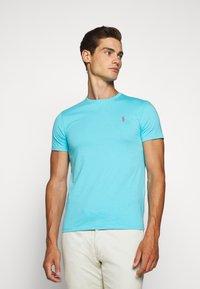Polo Ralph Lauren - CUSTOM SLIM FIT JERSEY CREWNECK T-SHIRT - Basic T-shirt - french turquoise - 0