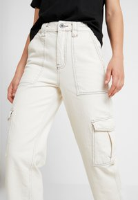 BDG Urban Outfitters - STITCH SKATE - Relaxed fit jeans - ecru - 4