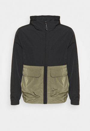 CRINKLE HOODED WINDCHEATER - Summer jacket - green