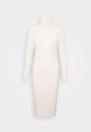Pouzdrové šaty - cream