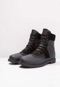 Hunter ORIGINAL - MENS ORIGINAL INSULATED COMMANDO BOOTS - Nauhalliset nilkkurit - black - 2