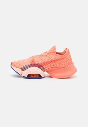 AIR ZOOM SUPERREP 2 - Chaussures d'entraînement et de fitness - crimson bliss/team orange/concord/crimson tint/lime glow/hyper crimson