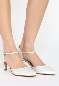 Elsa Coloured Shoes - RAINBOW CLUB  DEWI - Bridal shoes - ivory - 0