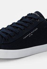 Tommy Hilfiger - ESSENTIAL CORE TEXTILE VULC - Sneakers basse - desert sky - 5