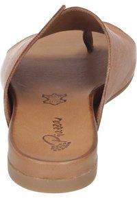 Piazza - T-bar sandals - coconut - 2
