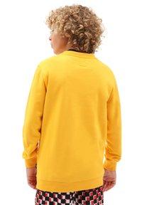 Vans - BY OTW CREW BOYS - Sweatshirt - saffron - 1