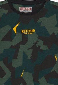 Retour Jeans - SEF - Triko spotiskem - dark green - 3