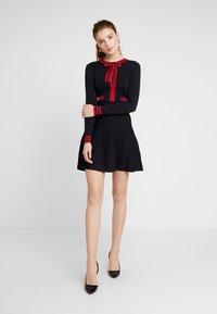 Morgan - Stickad klänning - marine/lisptick - 2