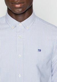 Scotch & Soda - REGULAR FIT OXFORD SHIRT WITH STRETCH - Shirt - off white - 4