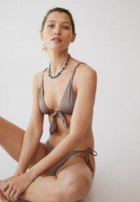 Mango - PARIS - Haut de bikini - medium brown - 4
