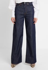 Levi's® - RIBCAGE WIDE LEG - Flared jeans - high and mighty - 0