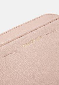 Forever New - LISA FRONT POCKET CROSSBODY BAG - Across body bag - pink - 3