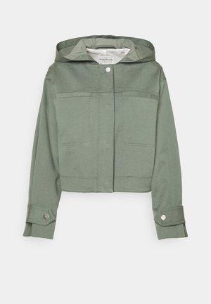 CROPPED HOODED JACKET - Summer jacket - surplus green