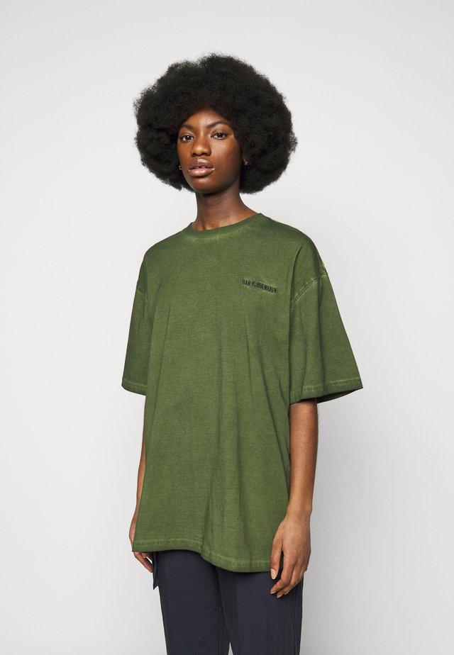 BOYFRIEND TEE - T-shirt imprimé - green crush