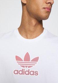 adidas Originals - TREF SERIES TEE UNISEX - T-shirt imprimé - white - 4