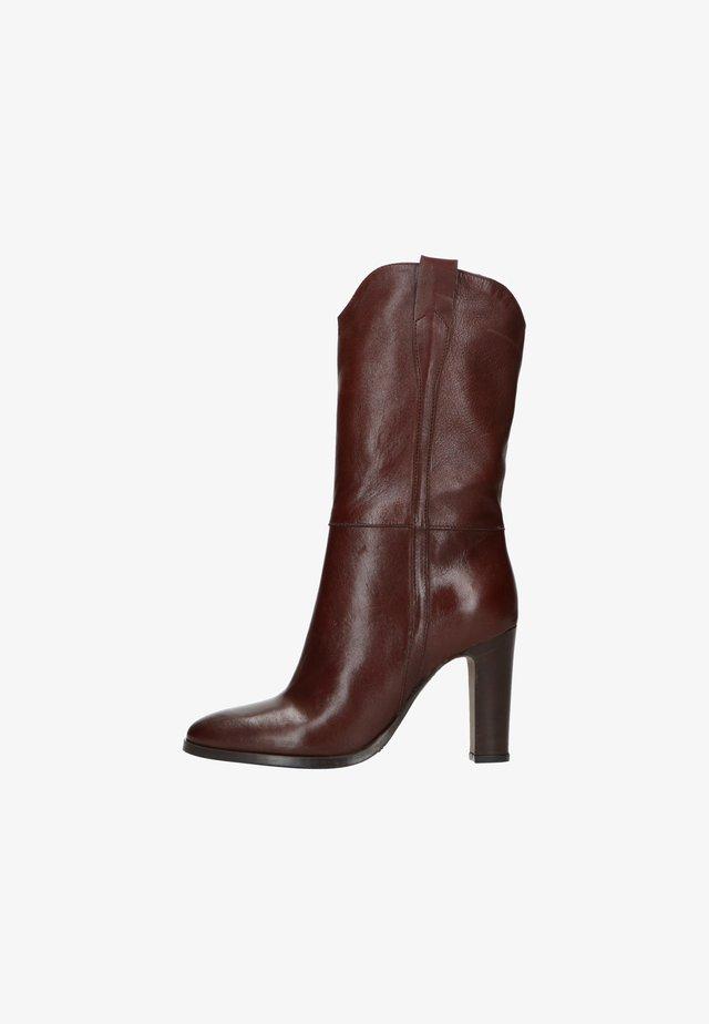 High heeled boots - braun