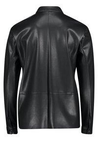 Betty & Co - Button-down blouse - zwart - 4