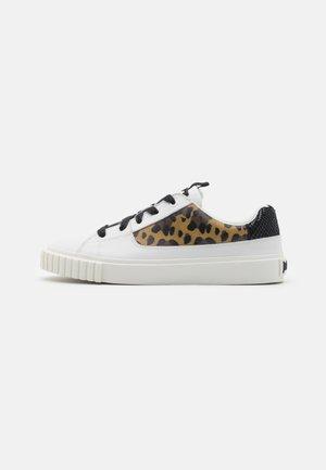 Sneakers laag - star white/sugar brown/black