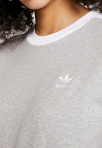 adidas Originals - Long sleeved top - medium grey heather/white - 5