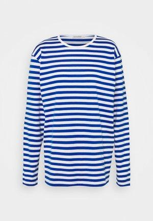 PITKÄHIHA  - Long sleeved top - white/blue