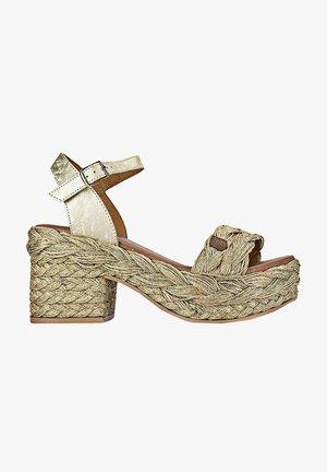 Sandalias con plataforma - oro