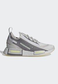 adidas Originals - NMD_R1 SPECTOO UNISEX - Sneakersy niskie - grey one/grey three/yellow tint - 6