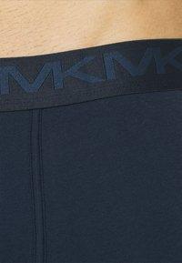 Michael Kors - STRETCH FACTOR CORE TRUNK 3 PACK - Pants - navy - 4