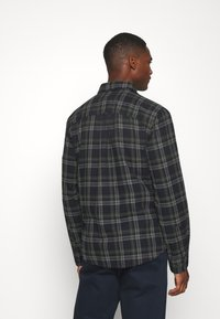 Selected Homme - SLHREGMATTHEW CHECK - Skjorta - forest night - 2