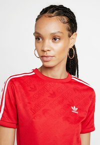 adidas Originals - ADICOLOR 3 STRIPES BODYSUIT  - T-shirt med print - scarlet - 3