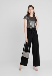 ONLY - ONLSICA WIDE PANTS - Pantalon classique - black - 1