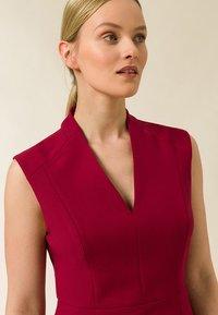 IVY & OAK - HIGH COLLAR DRESS - Tubino - cassis sorbet - 2