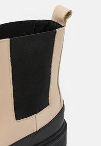 By Malene Birger - KILAS - Kotníkové boty na platformě - wood - 6