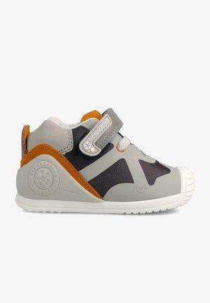 PERLI-MAREN - Zapatos de bebé - grey