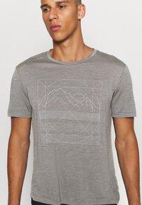 Houdini - ACTIVIST MESSAGE TEE - Print T-shirt - soft grey - 4
