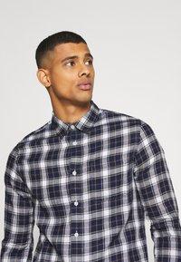 Burton Menswear London - LONG SLEEVE CHECK - Skjorta - navy - 2