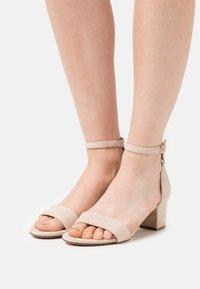 Anna Field - LEATHER - Sandaalit nilkkaremmillä - beige - 0
