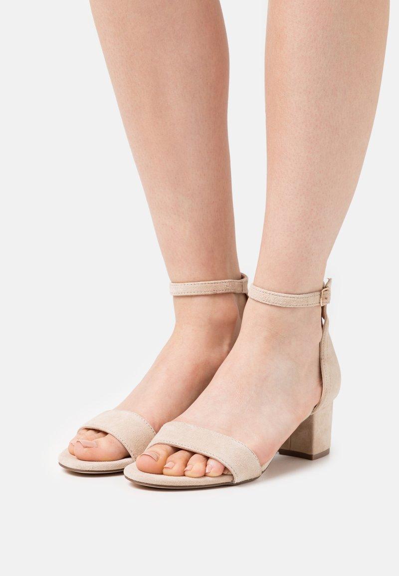 Anna Field - LEATHER - Sandaalit nilkkaremmillä - beige